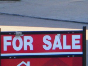 """For Sale Sign"" by Lyn Lomasi - Own work. Licensed under CC BY 3.0 via Wikimedia Commons - https://commons.wikimedia.org/wiki/File:For_Sale_Sign.jpg#/media/File:For_Sale_Sign.jpg"